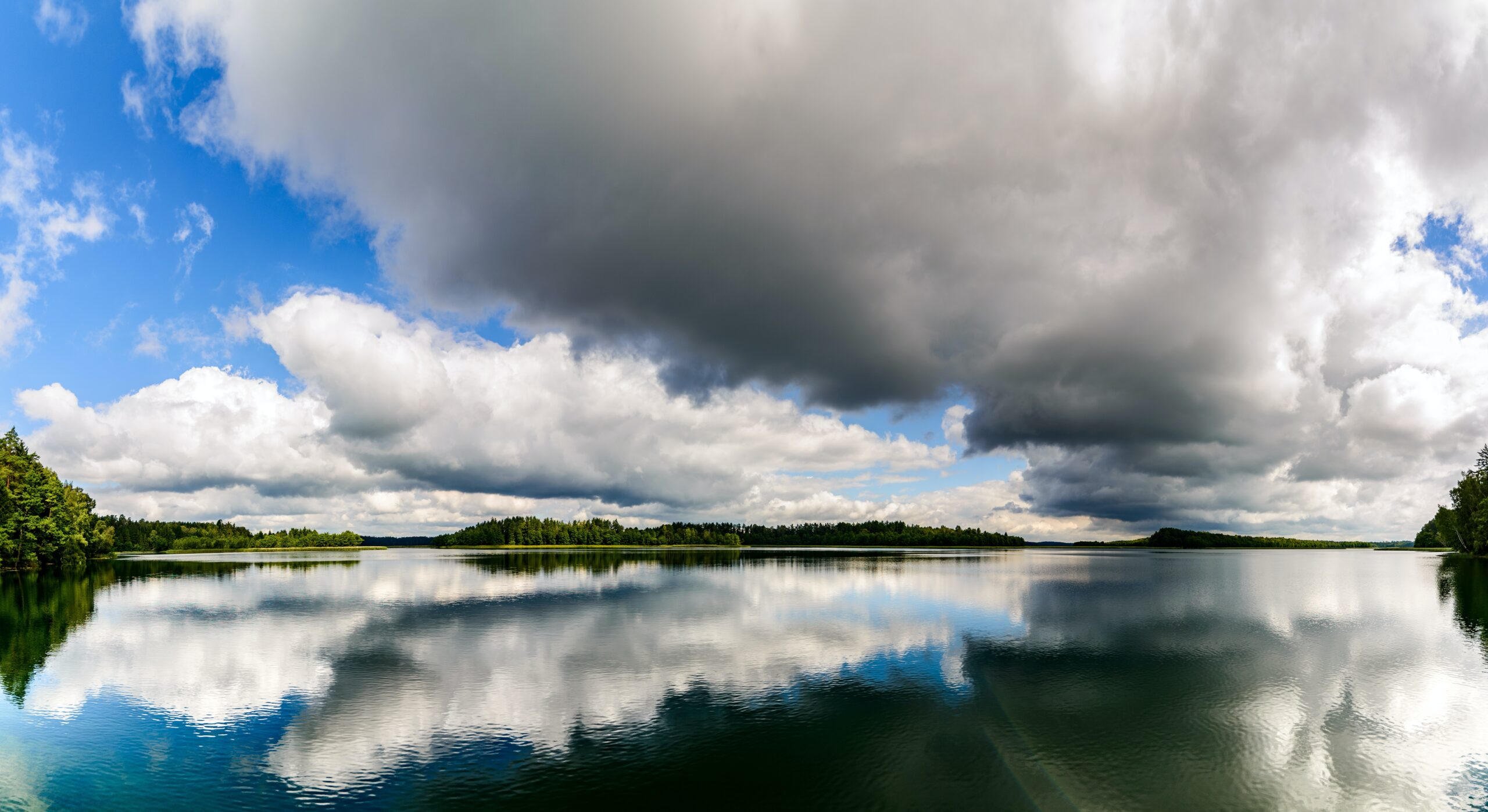 panoramic-clouds-and-lake